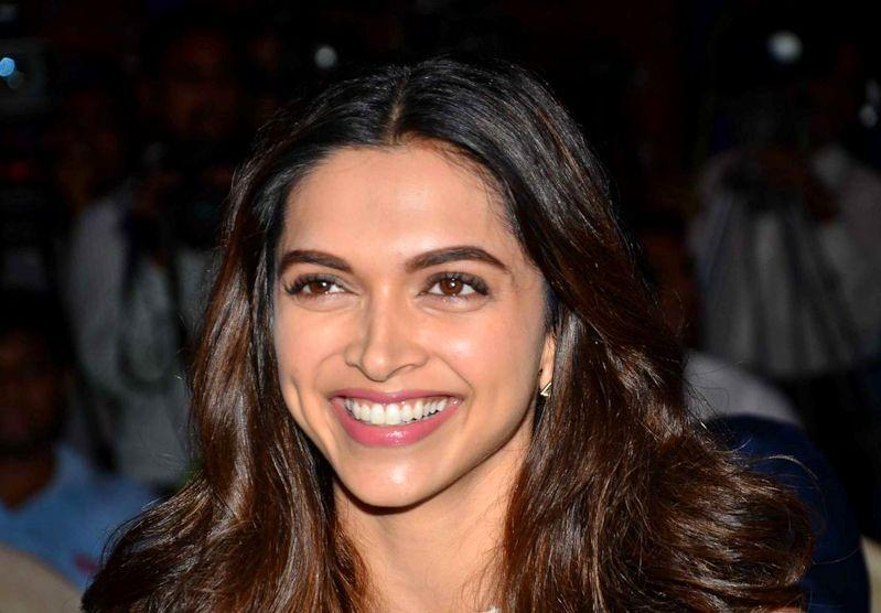 Top 10 Bollywood Actors Who Have Endorsed Toothpaste ...