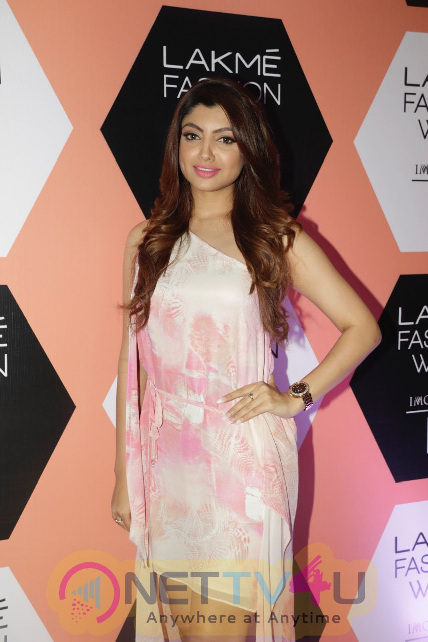 Akanksha Puri Sizzles At Lakme Fashion Week Images Hindi Gallery