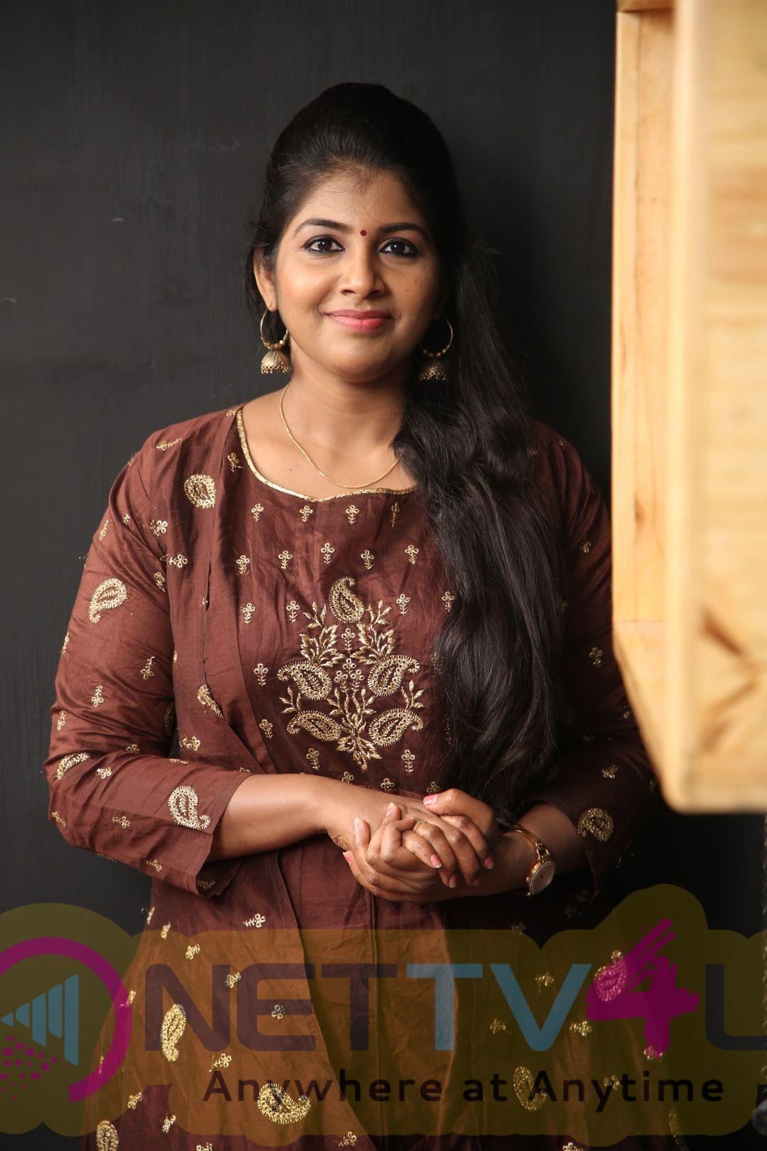 VJ Toshila Umashankar Exclusive Interview Stills Tamil Gallery