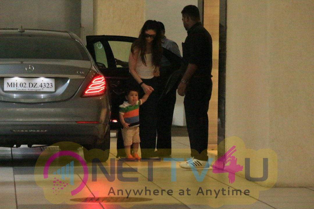 Taimur Ali Khan And Kareena Kapoor Came To Nani Home Hindi Gallery