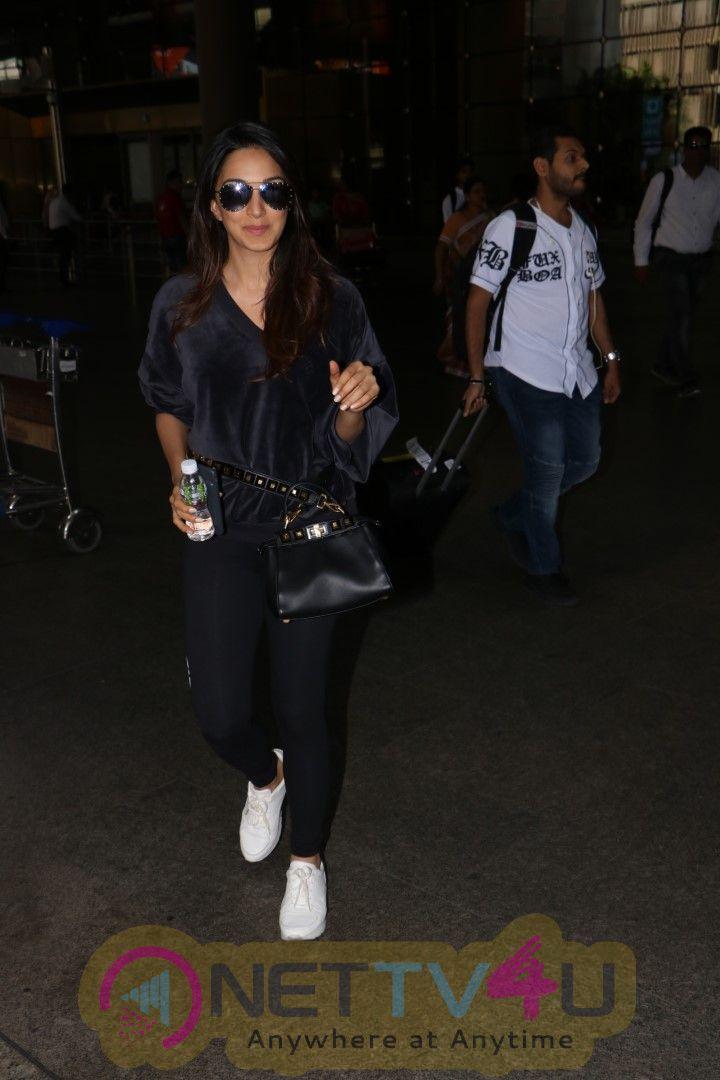 Kiara Advani Spotted At Airport Pics Hindi Gallery
