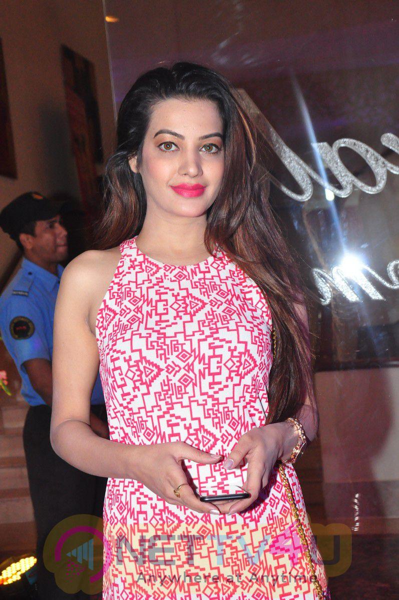 Actress Diksha Panth At Trendz Exhibition Launch Charming Photos Telugu Gallery