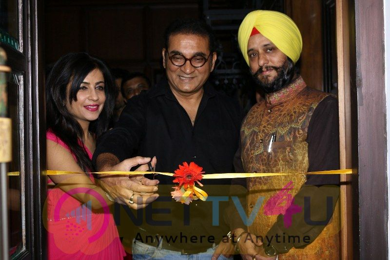 Abhijeet Bhattacharya & Shibani Kashyap At An Art Exhibition Hindi Gallery