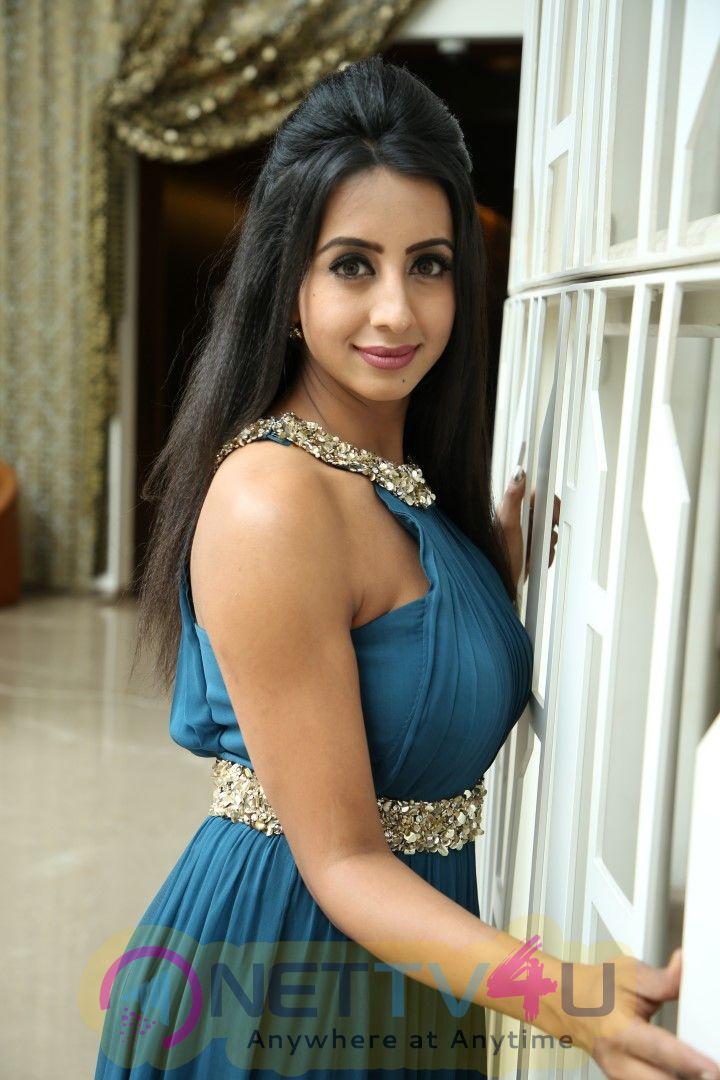 Glamour Queen Sanjana Galrani Exclusive Interview Stills Tamil Gallery