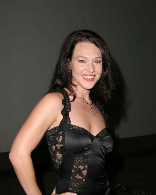 Actress Erin Cummings Pretty Photos  English Gallery