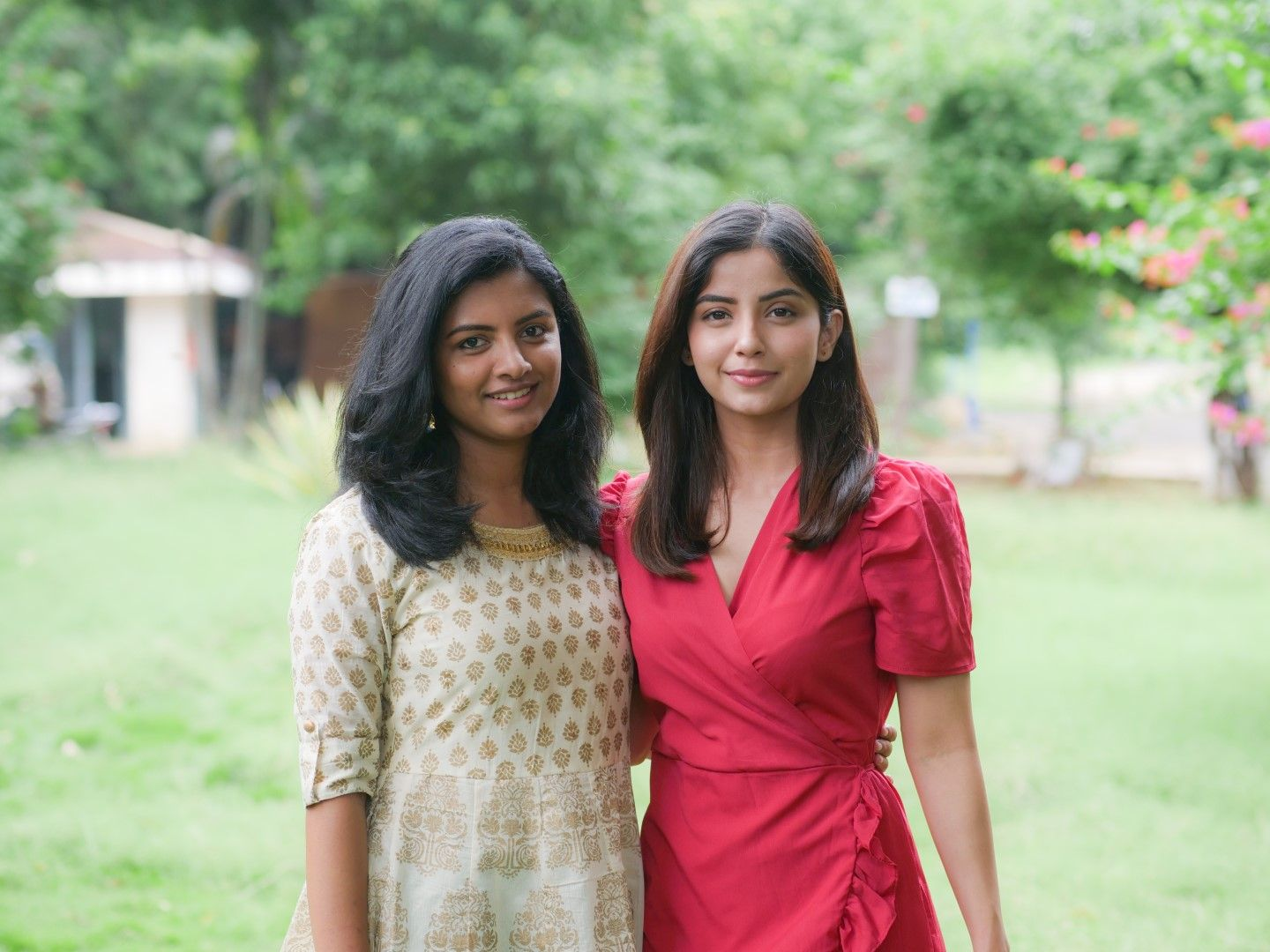 Actress Lijomol Jose & Kashmira Pardeshi Good Looking Images Tamil Gallery