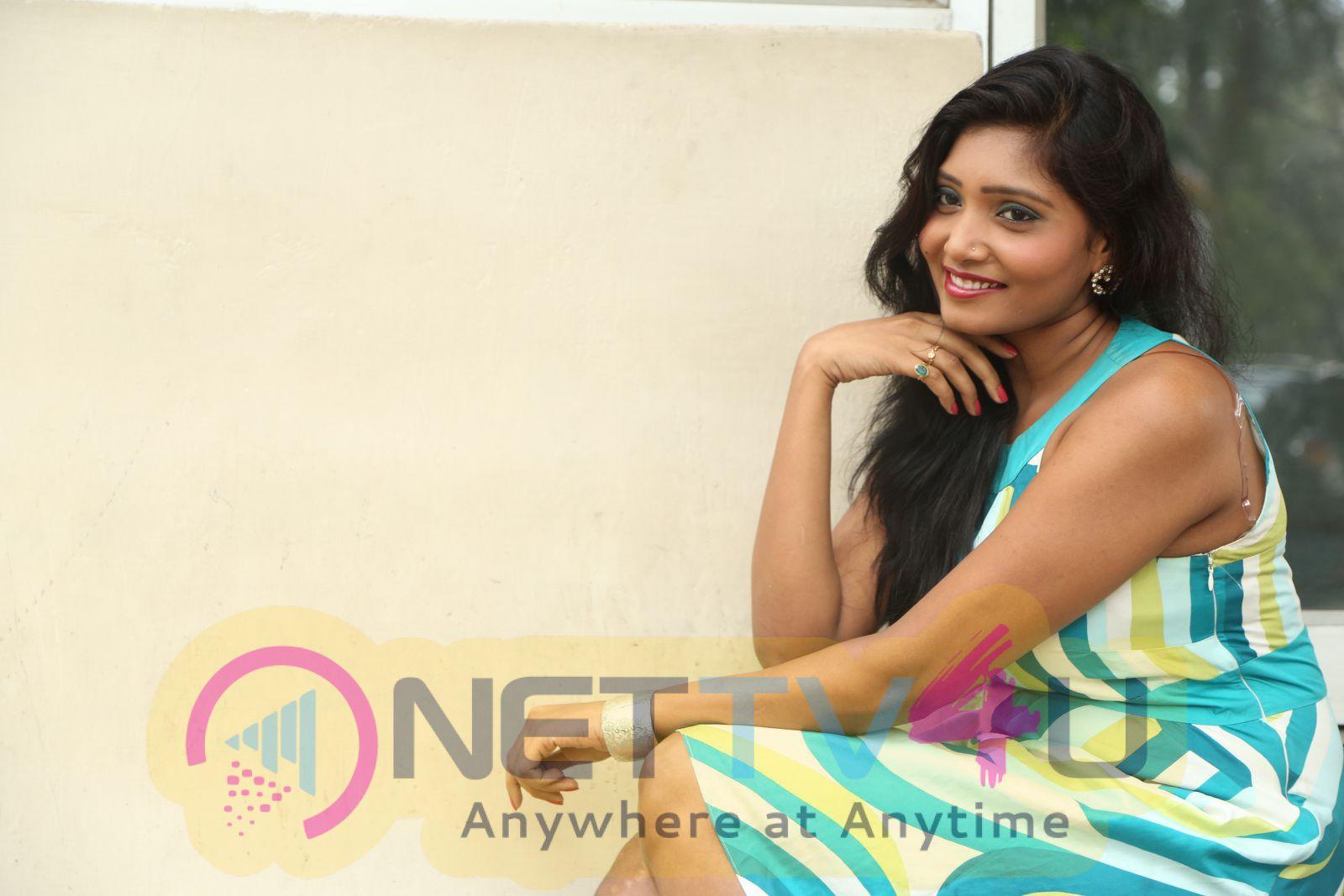 Actress Eesha Good Looking Stills Telugu Gallery