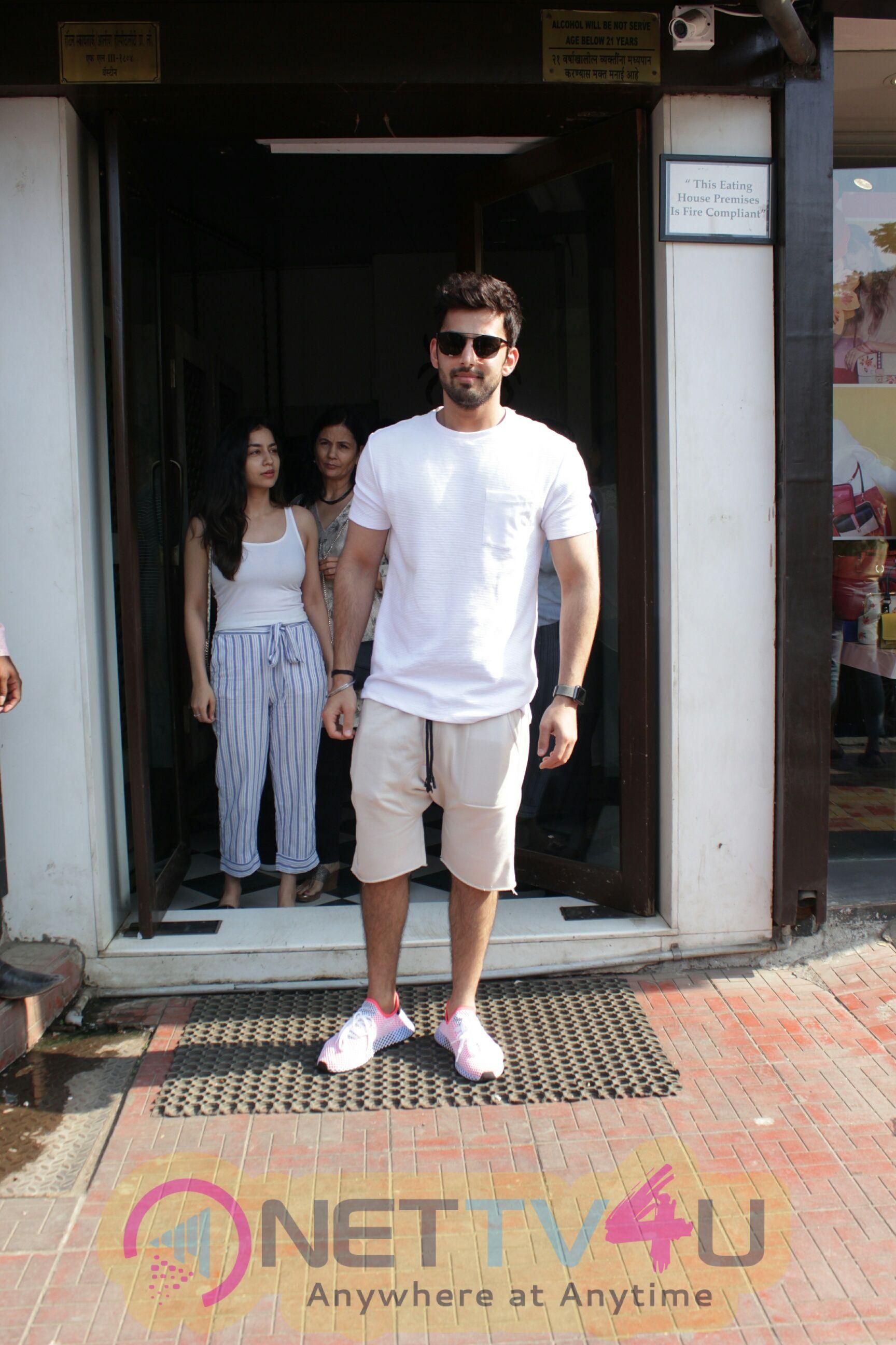 Himansh Kohli Came To Restaurant Hindi Gallery