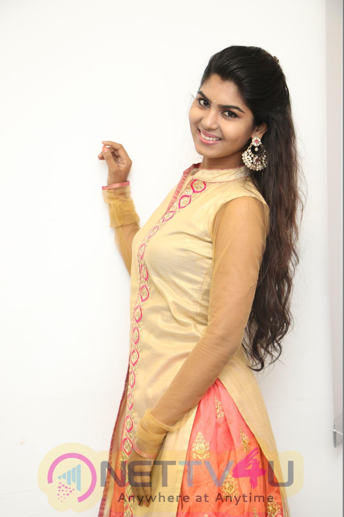 Actress Upasana Smart Looking Images Tamil Gallery