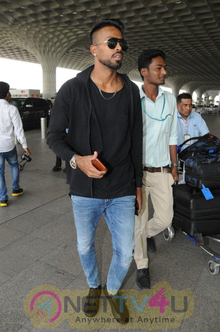 Hardik Pandya Spotted At Airport Hindi Gallery