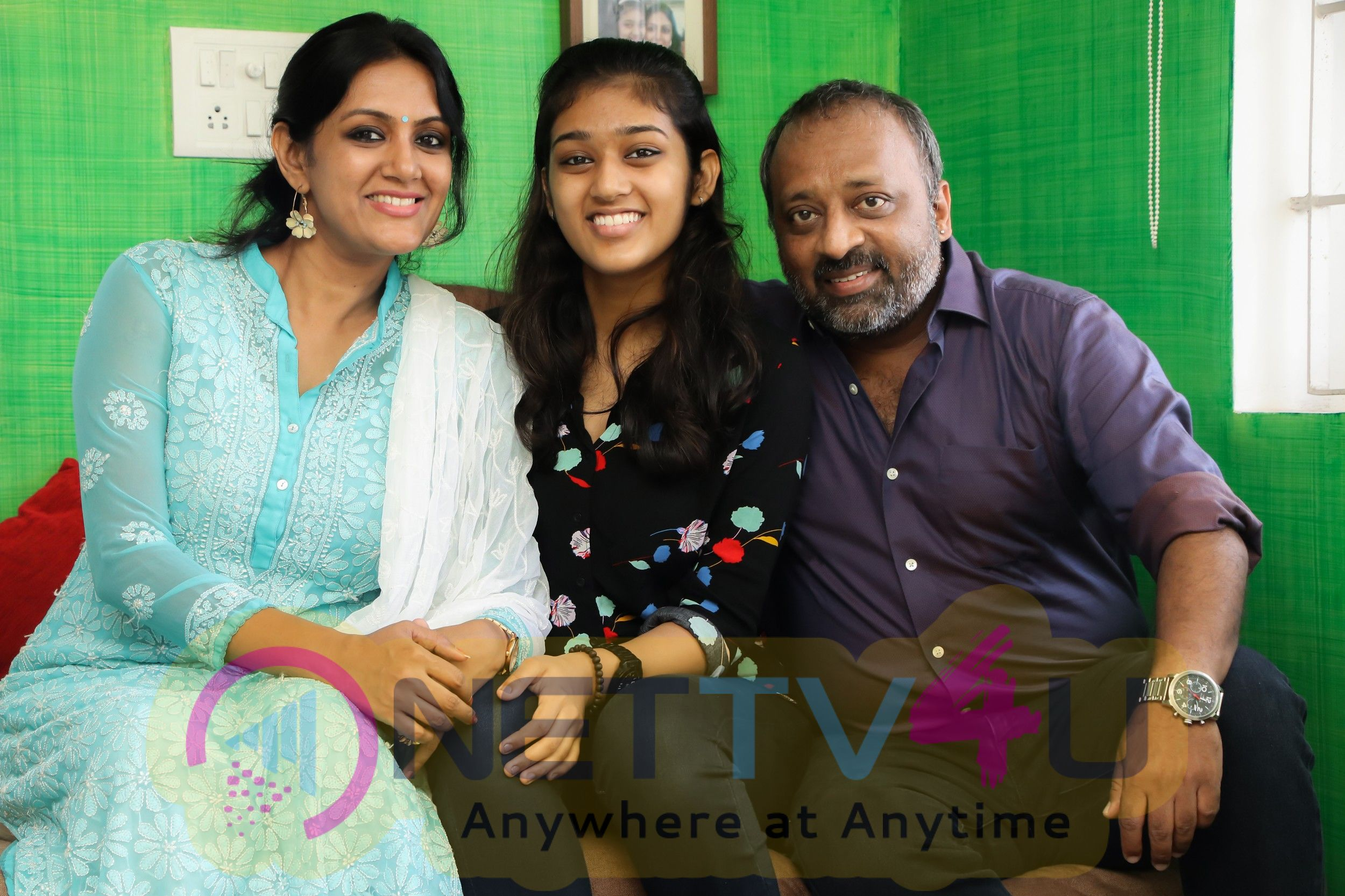 Actor Chetan With His Lovely Family Photos Tamil Gallery