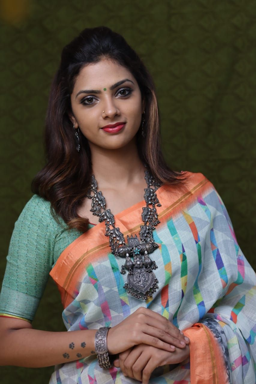 Actress Sofia Traditional New Photoshoot Images Tamil Gallery