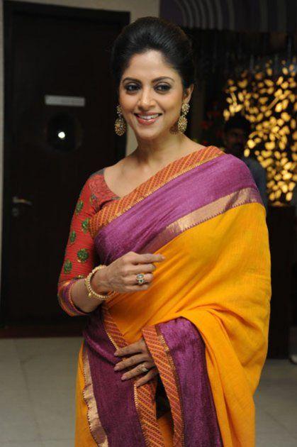 Actress Nadhiya Adorable Stills Tamil Gallery