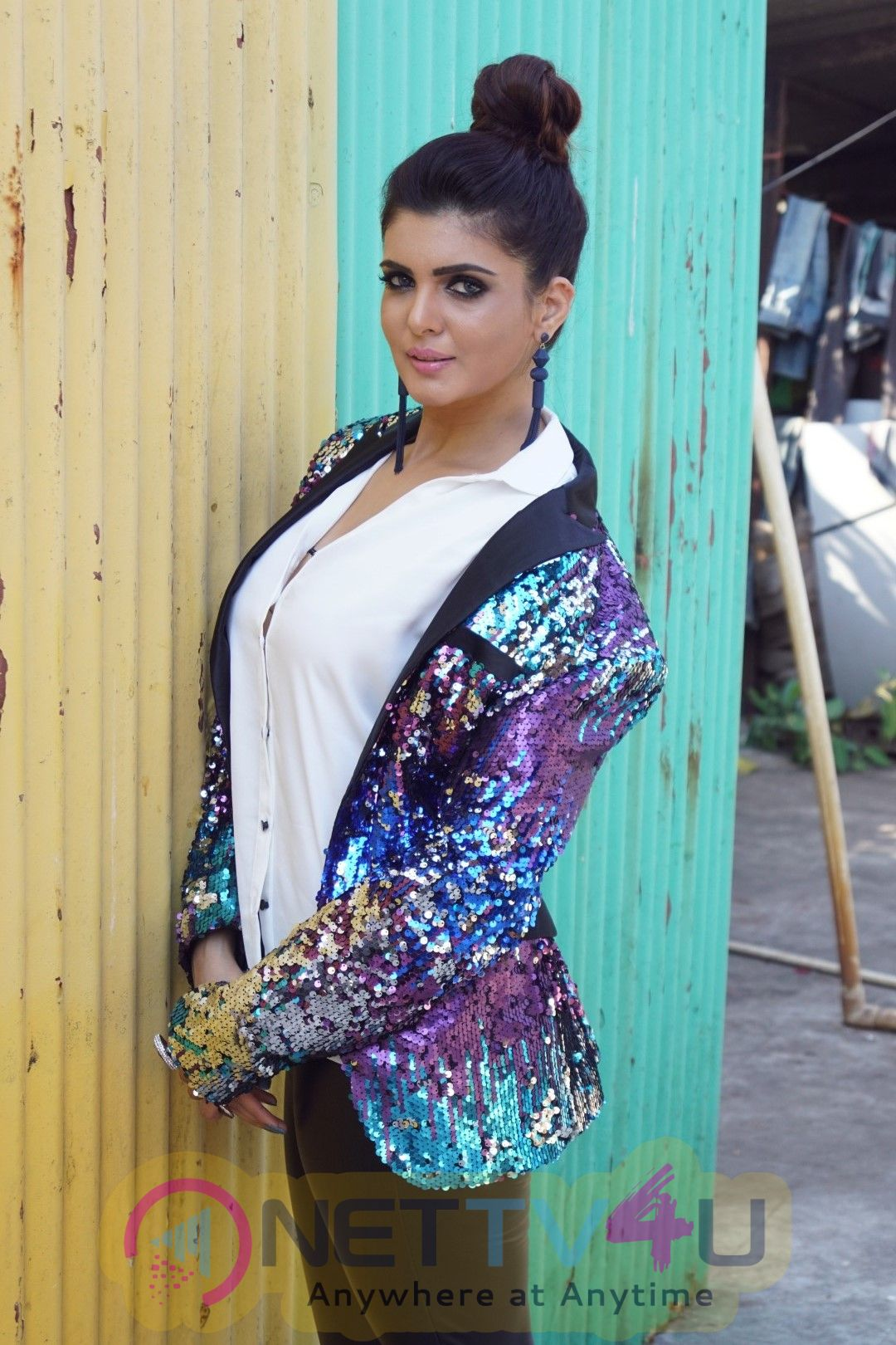 Ihana Dhillon Hot Photo Shoot For Film Hate Story 4 Images Hindi Gallery