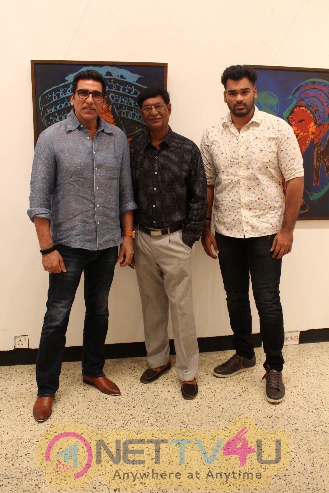 Pooja Bedi Inaugurate Veteran Artist Padmanabh Bendre Art Show Cute Stills Hindi Gallery
