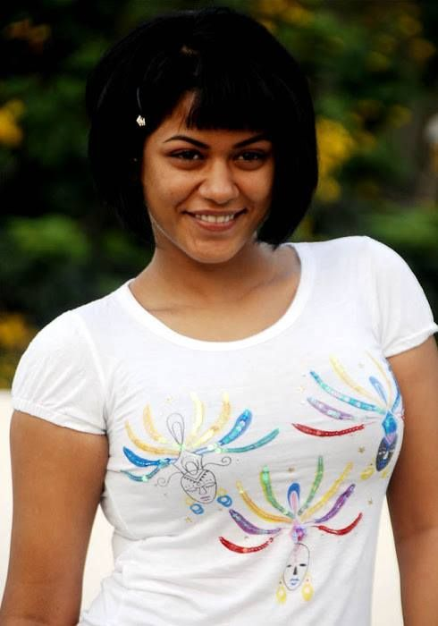 Actress Mumaith Khan Glamour Stills Kannada Gallery