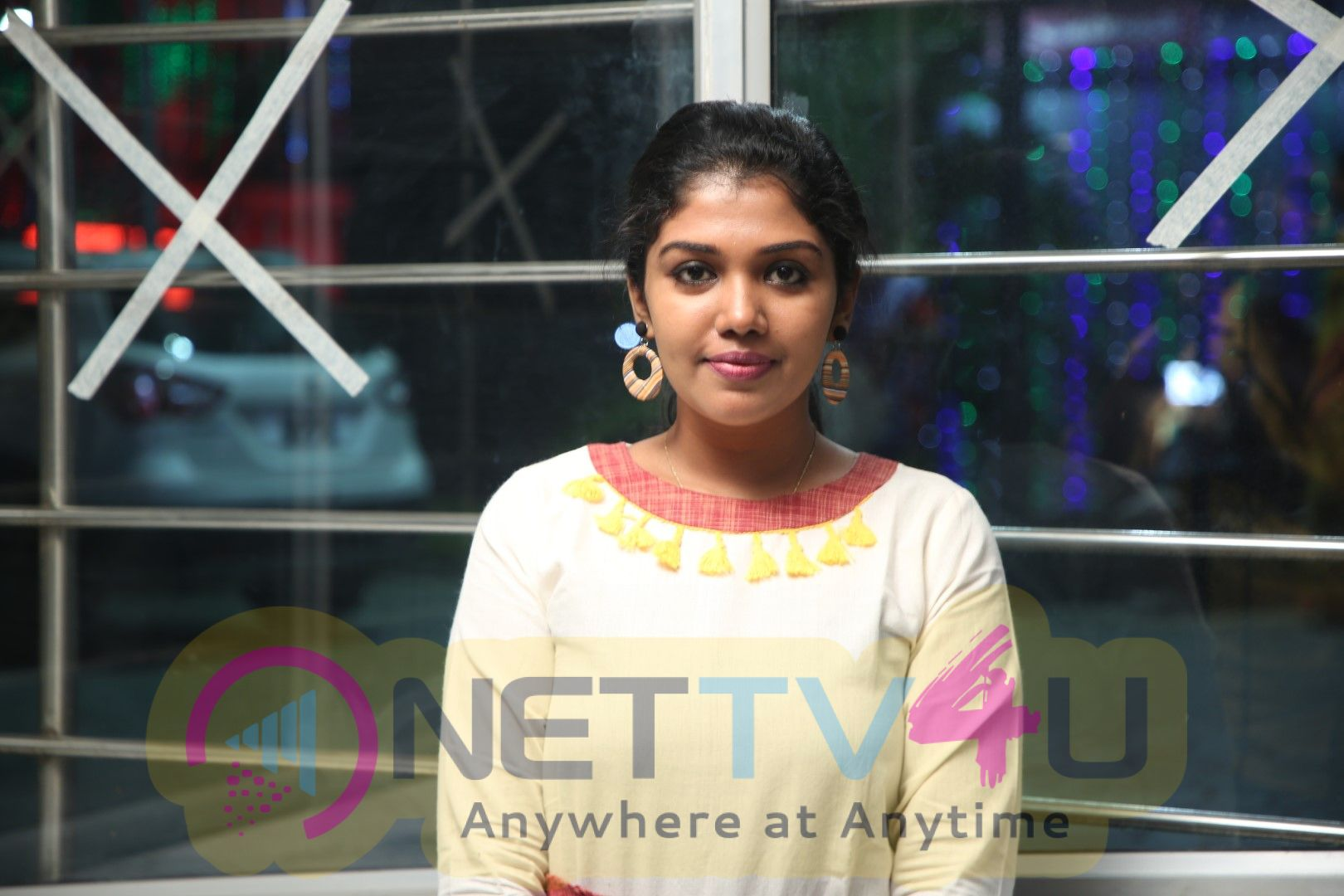 Actress Riythvika Exclusive Interview Images Tamil Gallery