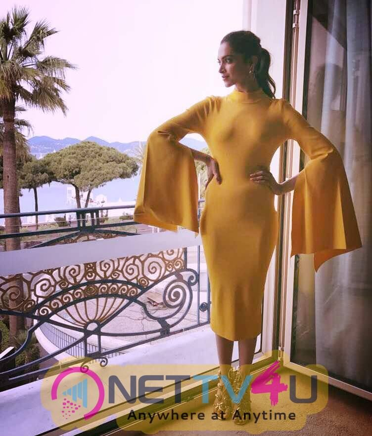 Actress Deepika Padukone Stylish Pics Hindi Gallery