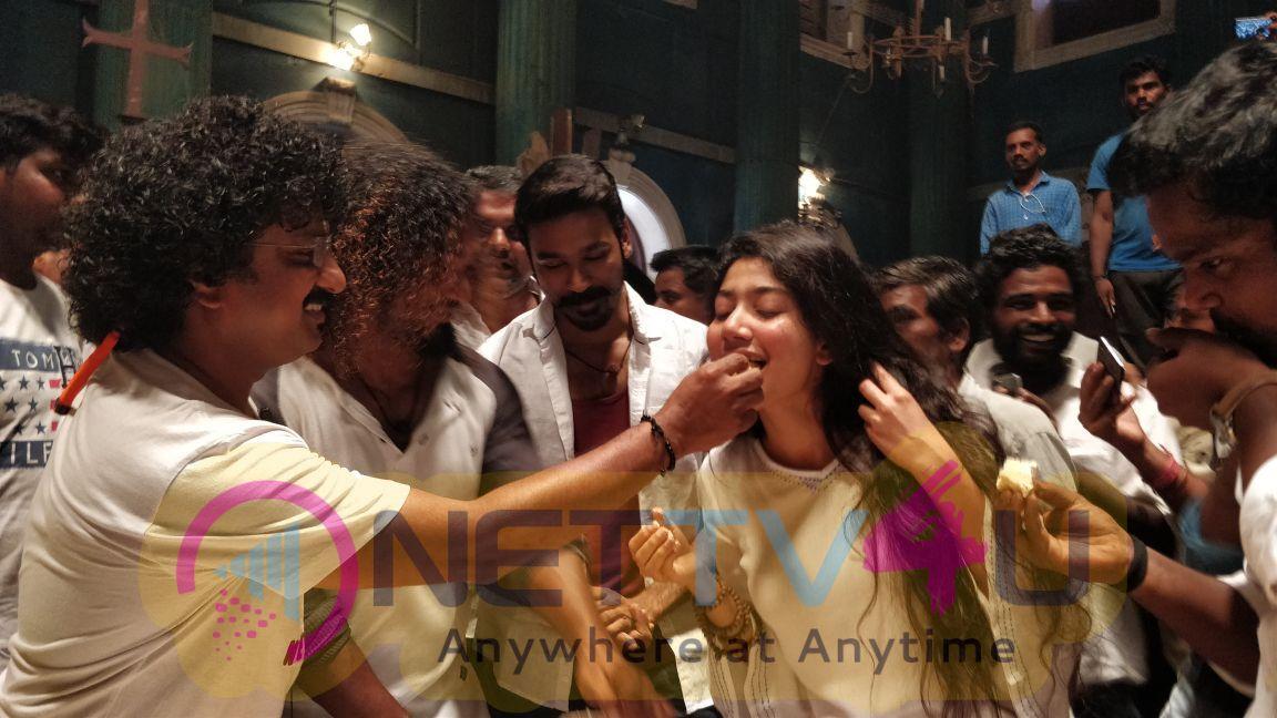Sai Pallavi And Vinoth (Adithangi) Birthday Celebration Pics At Maari 2 Location Pics Tamil Gallery