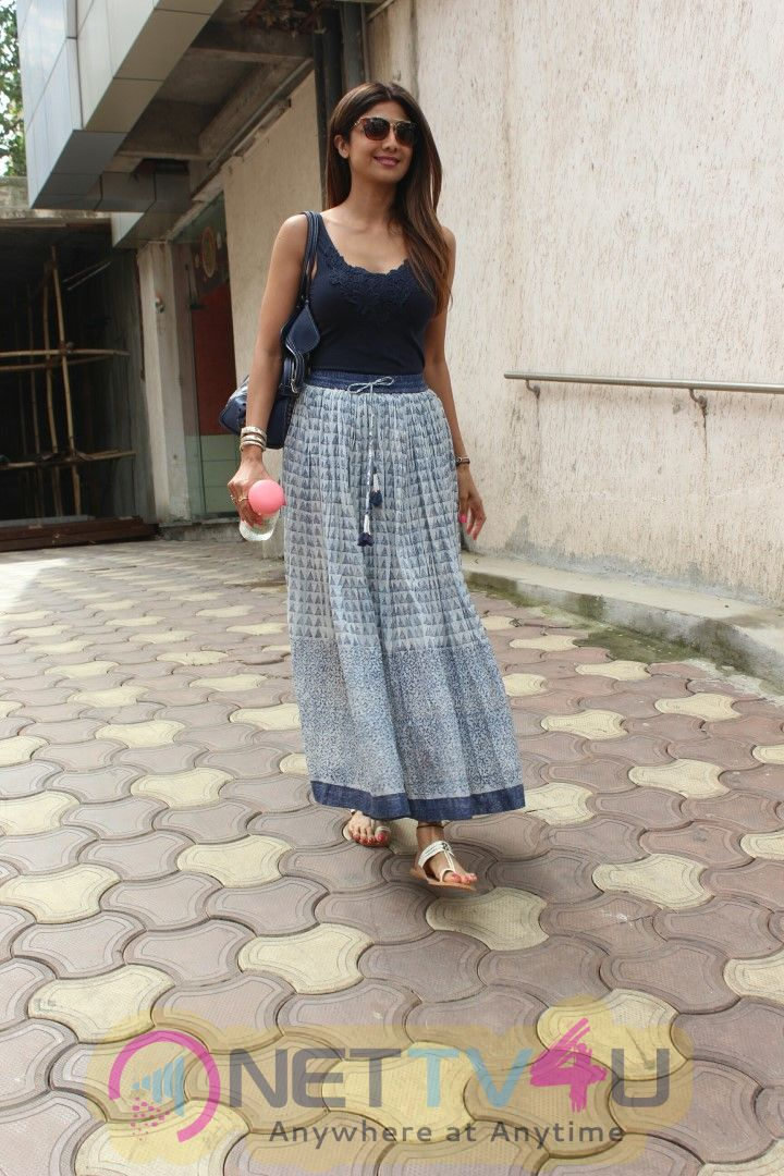 Shilpa Shetty Spotted At Bandra Beautiful  Pics Hindi Gallery