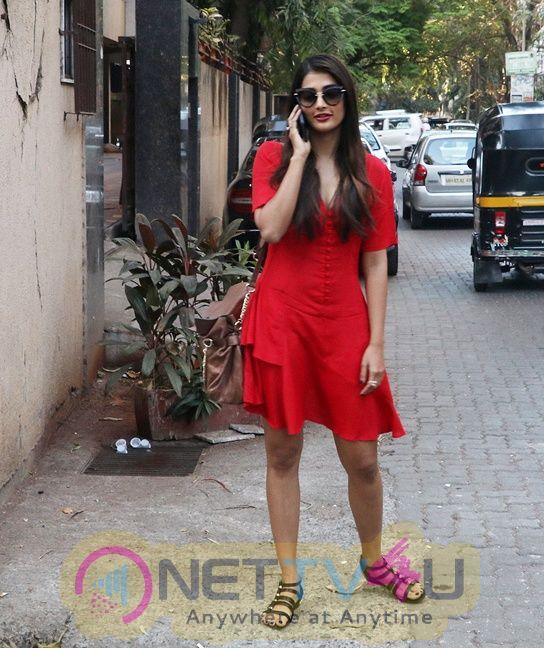 Pooja Hegde New Pics Hindi Gallery