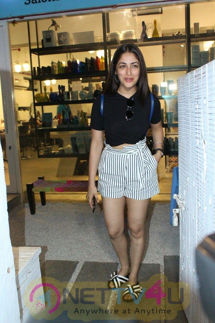 Yami Gautam Spotted At Bandra Cute Pics Hindi Gallery