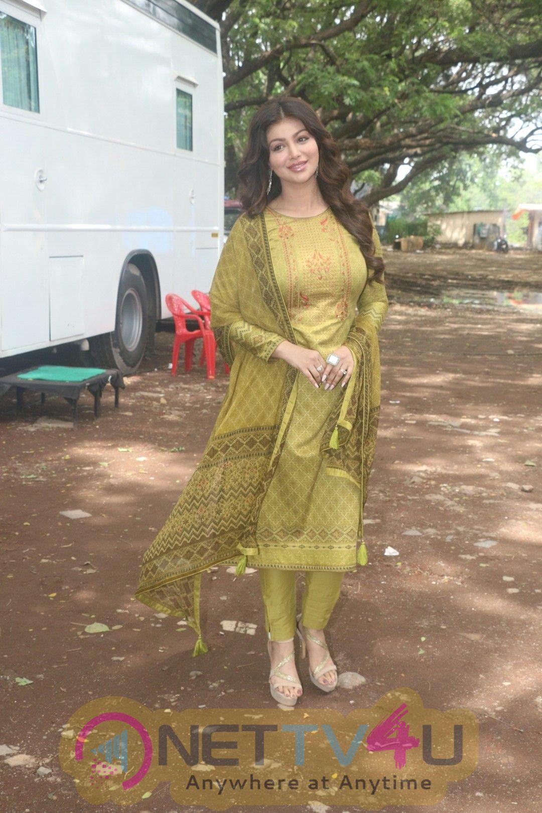 Ayesha Takia Shoots For Ad Campaign At Goregaon Hindi Gallery