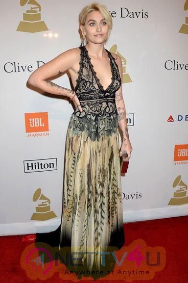 Hot Hollywood Actress Paris Jackson Glamorous Images Hindi Gallery