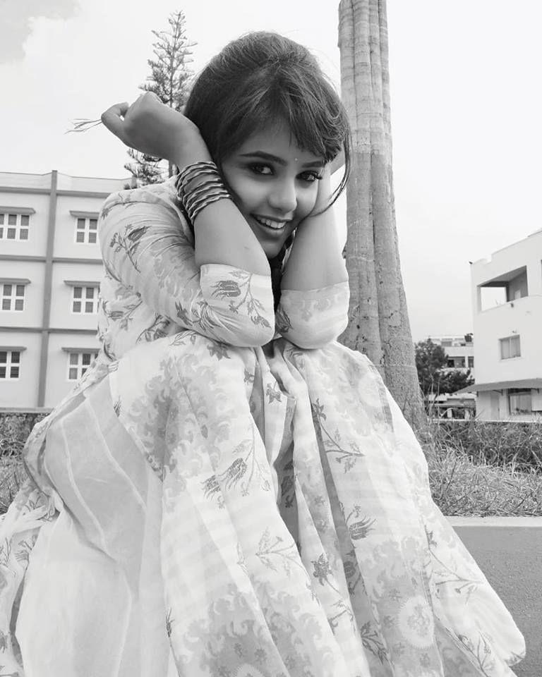 Actress Mayuri Kyatari Beautiful Pics Kannada Gallery