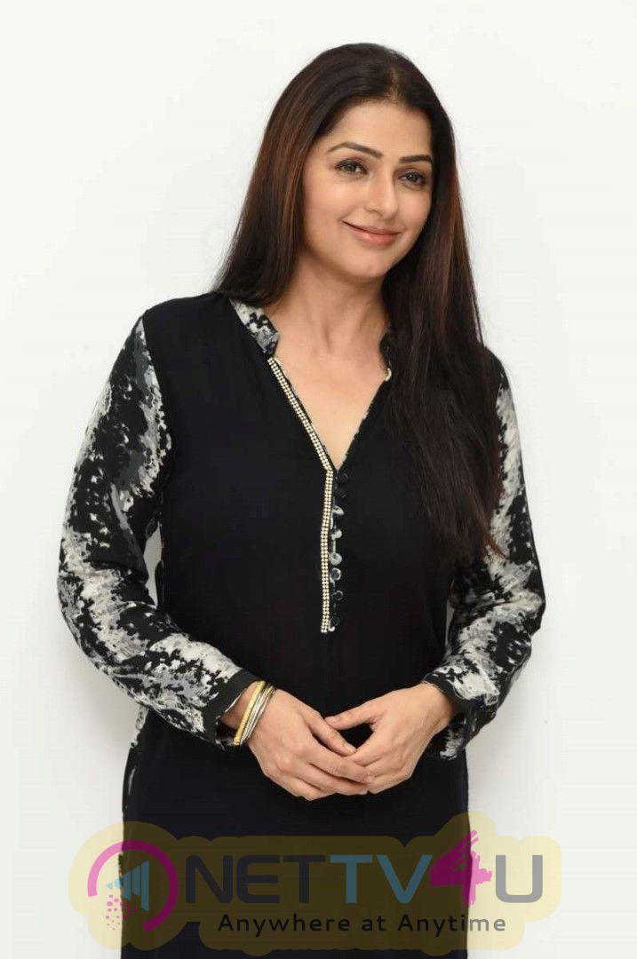 Uturn Movie Bhumika Chawla photos English Gallery