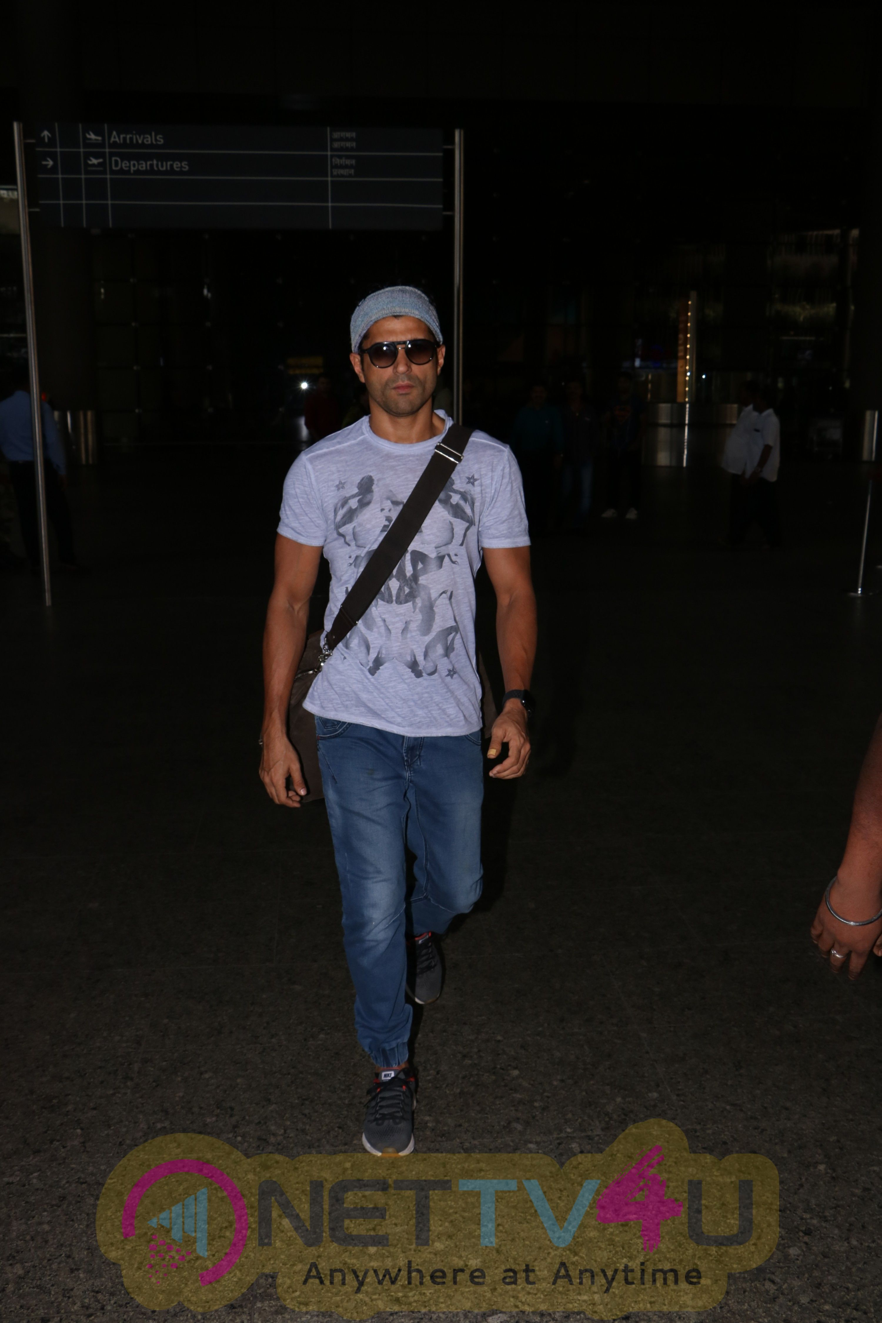 Actor Farhan Akhtar Spotted At Airport Stills Hindi Gallery