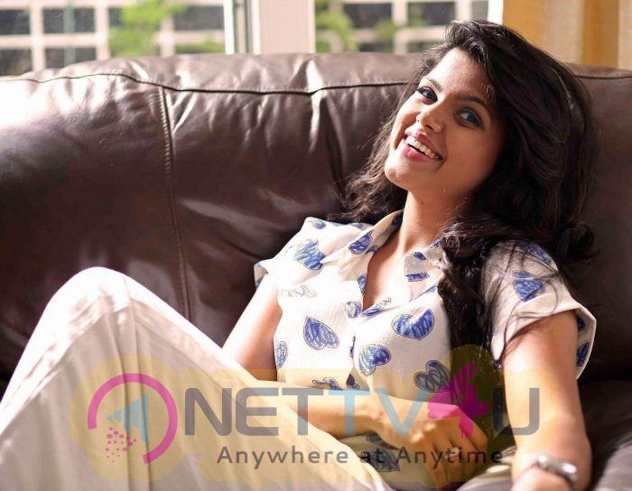 Actress Pooja Devariya Lovely Pics Tamil Gallery
