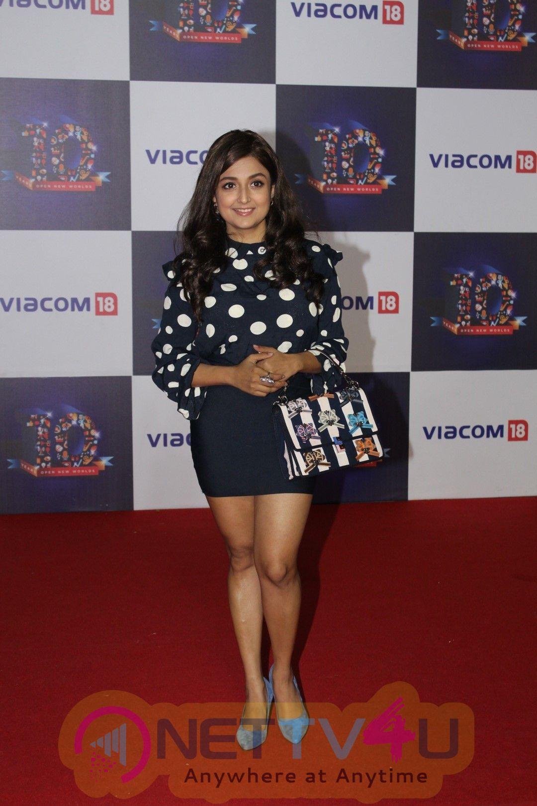 Malaika Arora Khan & Mouni Roy At The Red Carpet Of Viacom 18,10 Years Anniversary Photos Hindi Gallery