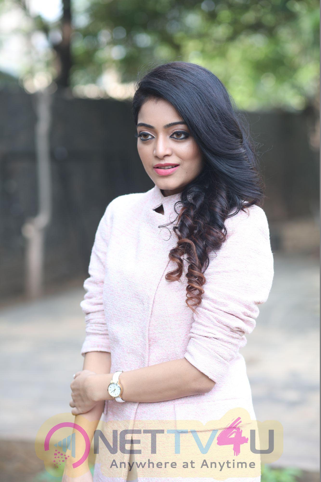 Actress Janani Iyer Charming Pics Tamil Gallery