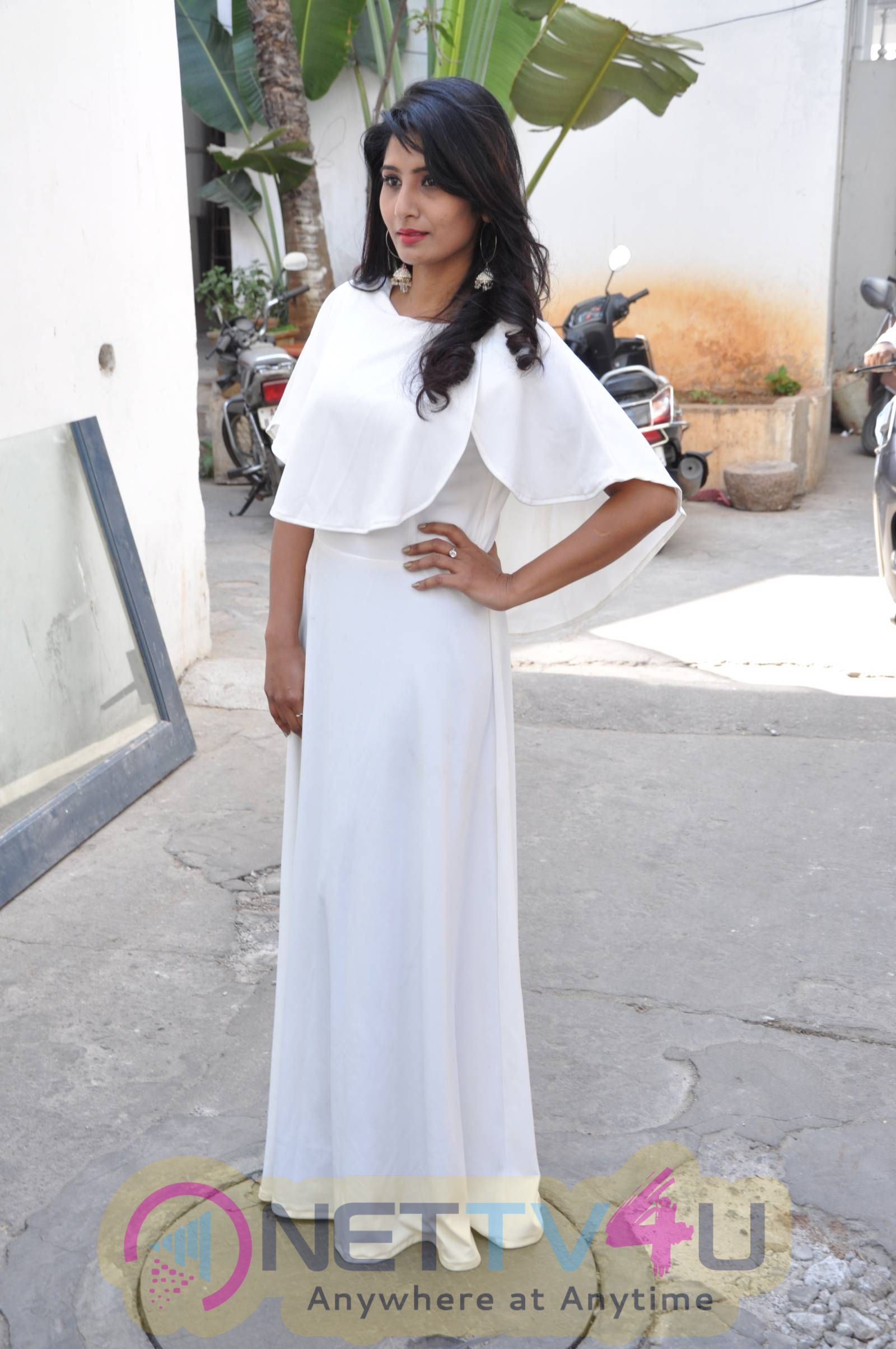 Actress Swetha Reddy Cute Pics Telugu Gallery