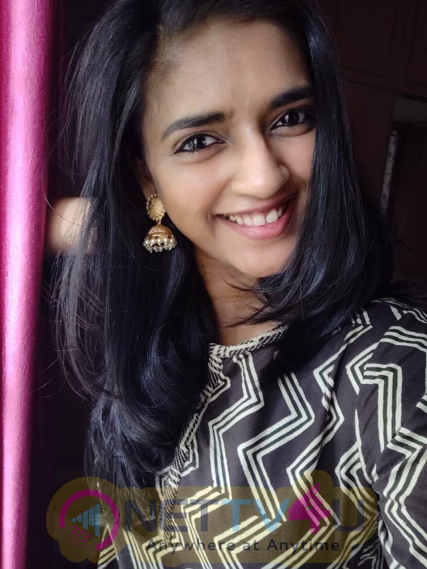 Actress Vasundhara Kashyap Lovely Images Tamil Gallery