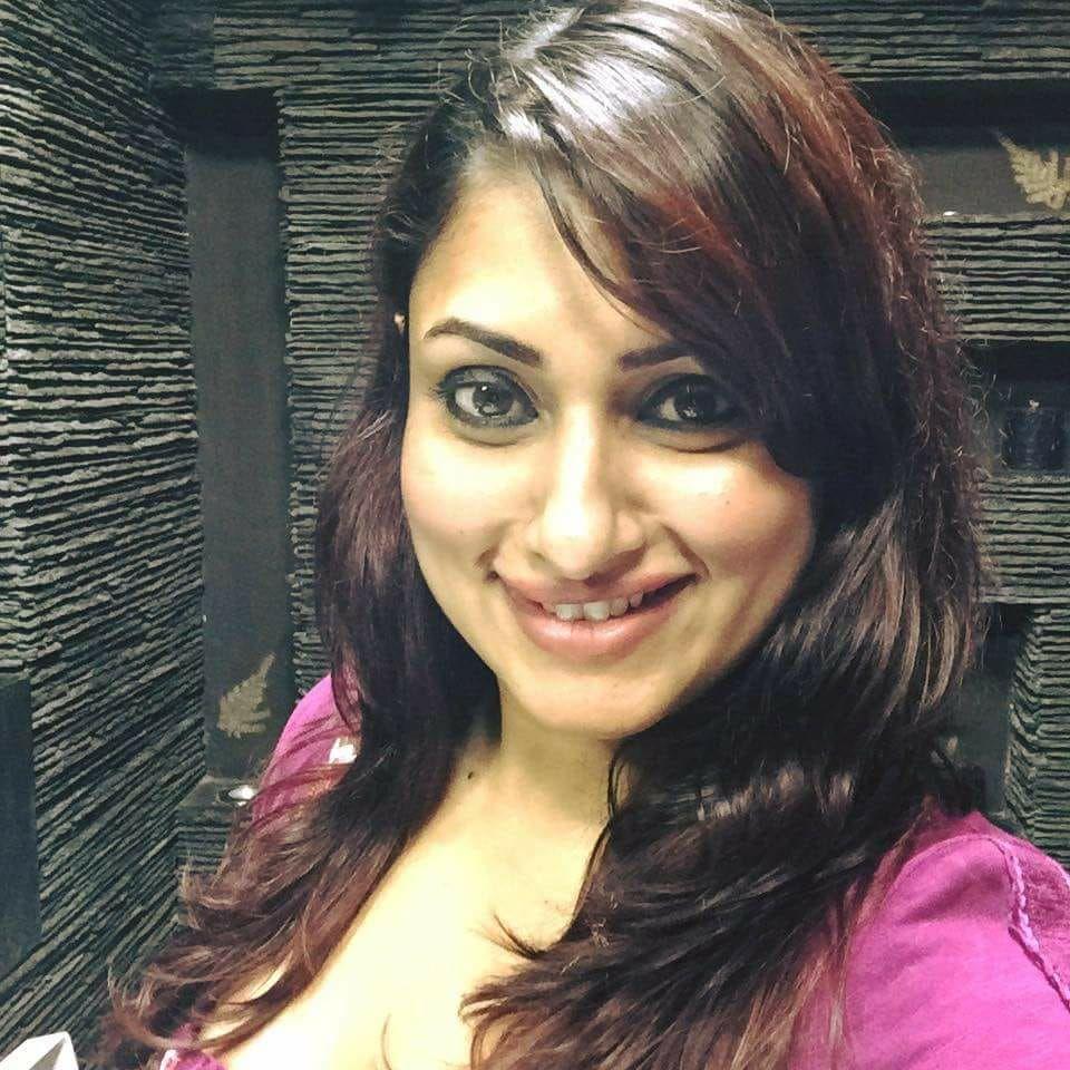 Actress Malavika Dazzling Stills Tamil Gallery