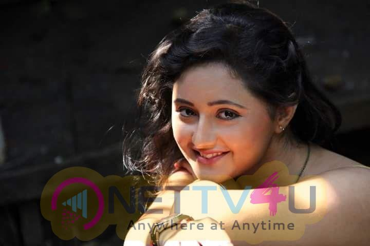 Actress Rashami Desai Good Looking Pics Hindi Gallery