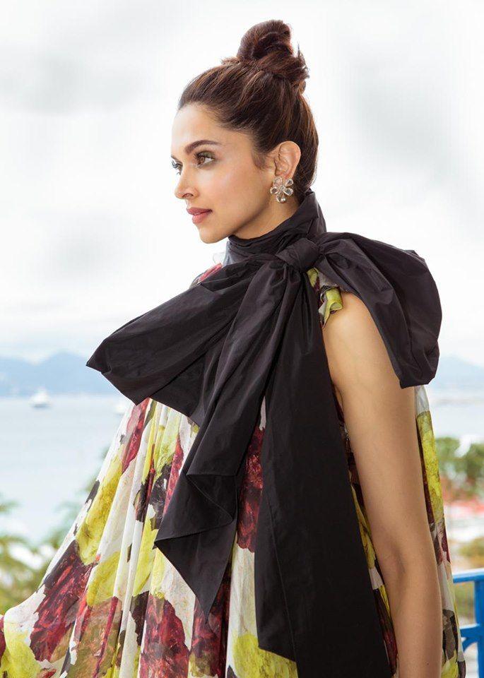 Actress Deepika Padukone Alluring Stills Kannada Gallery