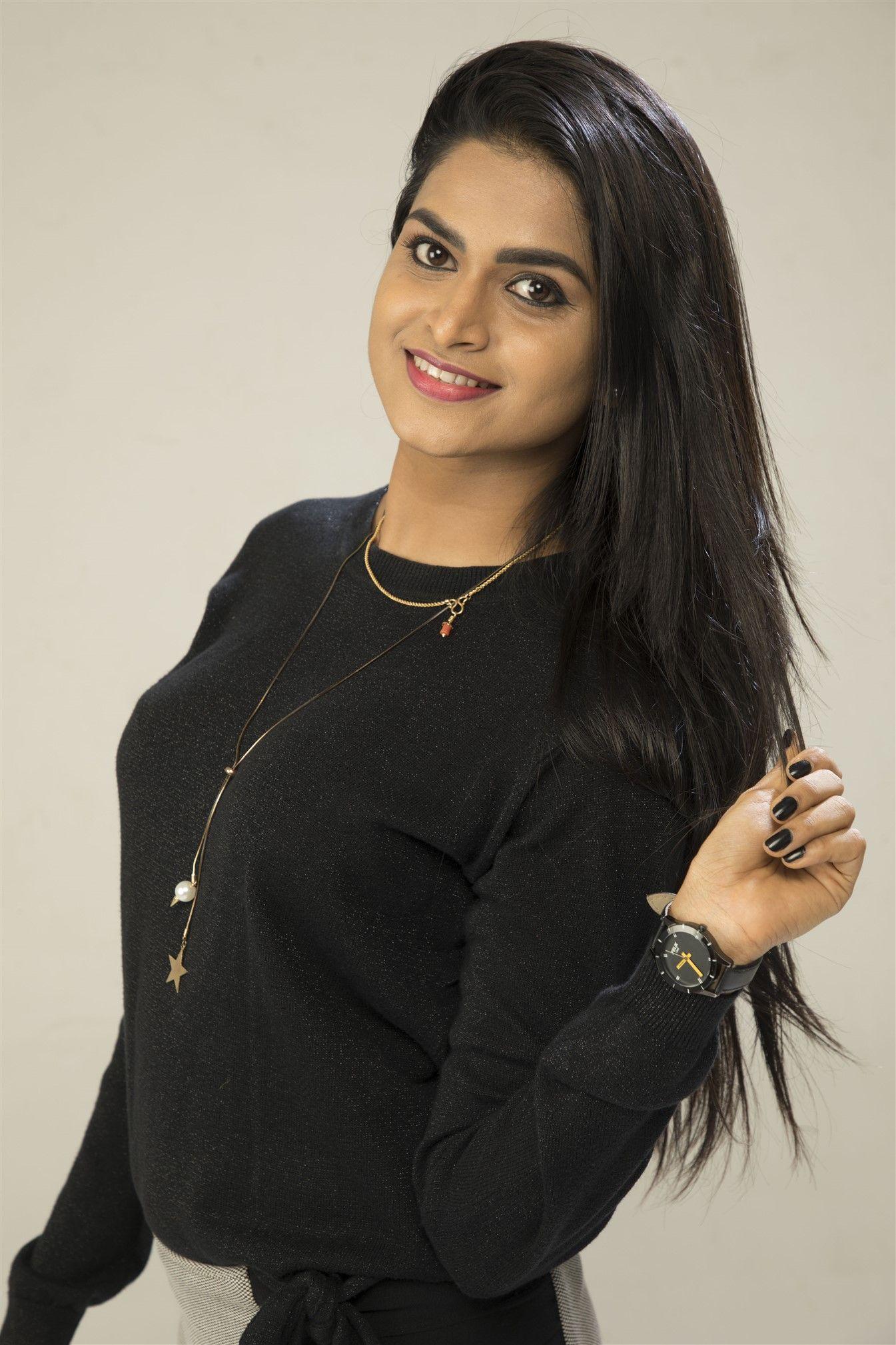Actress Suma Poojari Pleasing Photos Tamil Gallery