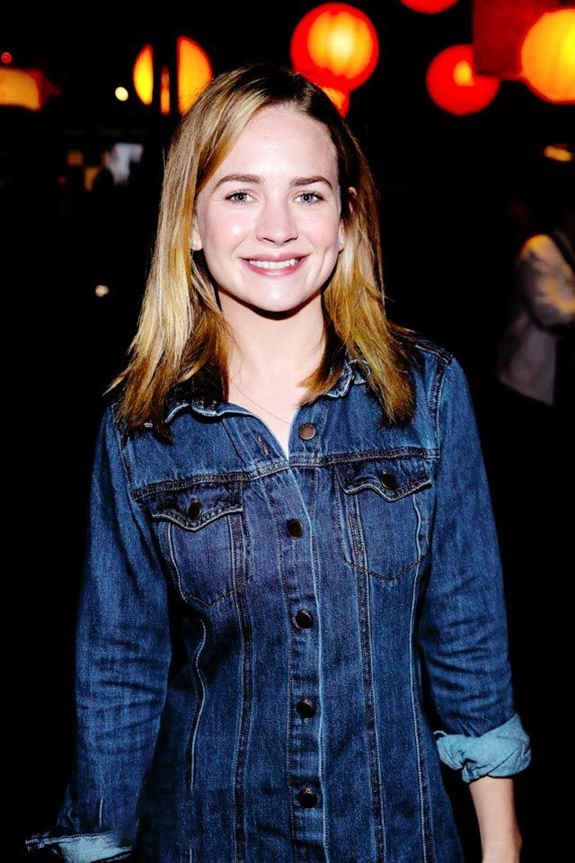 Actress Britt Robertson Charming Pics English Gallery