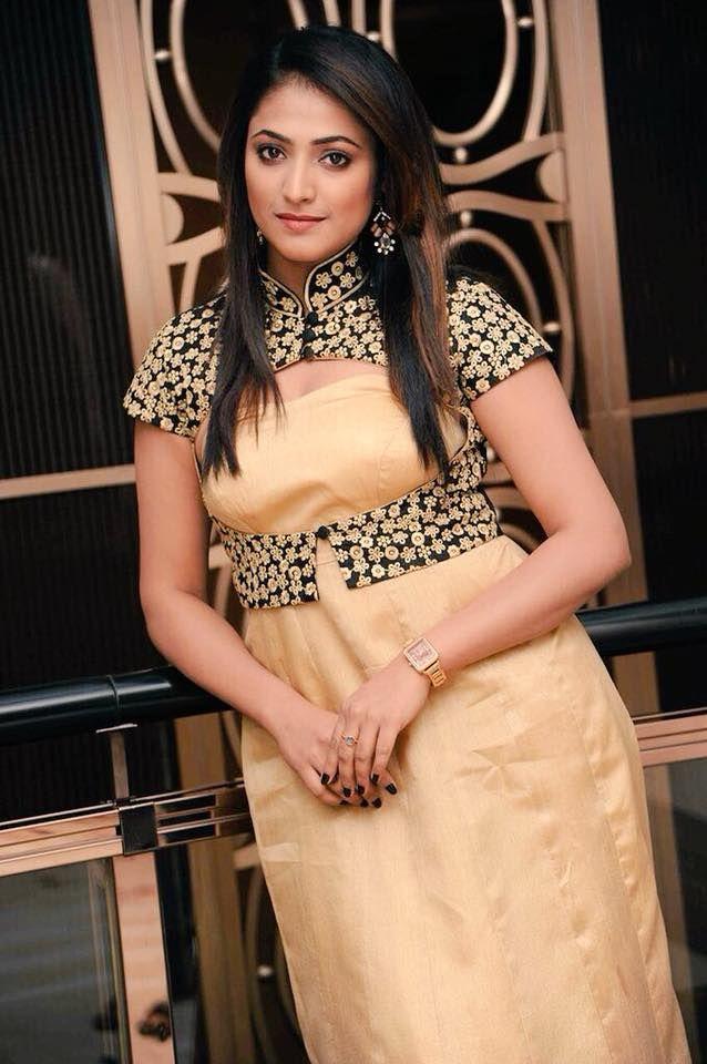 Actress Haripriya Pretty Pics Kannada Gallery