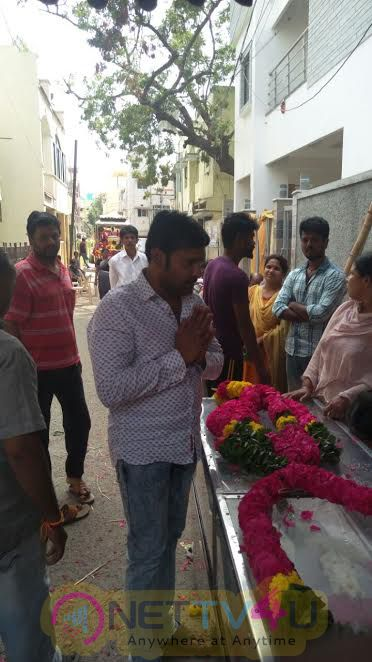 Actor Vignesh Payed Last Respect To Late Actor Thavakalai On Behalf Of Nadigar Sangam Tamil Gallery