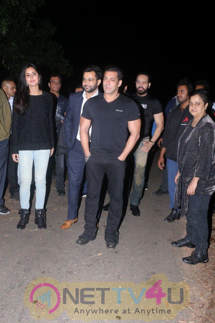 Salman Khan Celebrates His Birthday At Panvel Farmhouse Pics Hindi Gallery