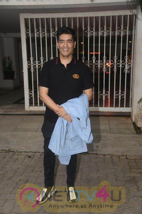 Kareena Kapoor, Karisma Kapoor, Malaika Arora, Arjun Kapoor Went To Karan Johar Home  Hindi Gallery