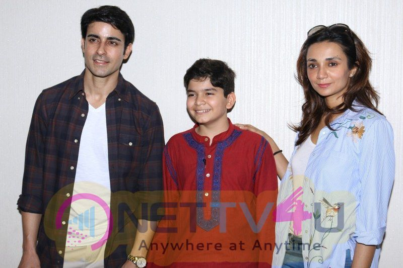 Gautam Rode With Lra Dubey And Child Artist Krish Dewan Hindi Gallery