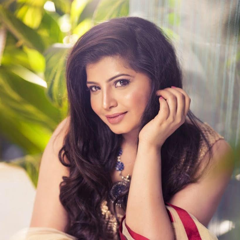 Actress Disha Poovaiah Charming Stills Kannada Gallery