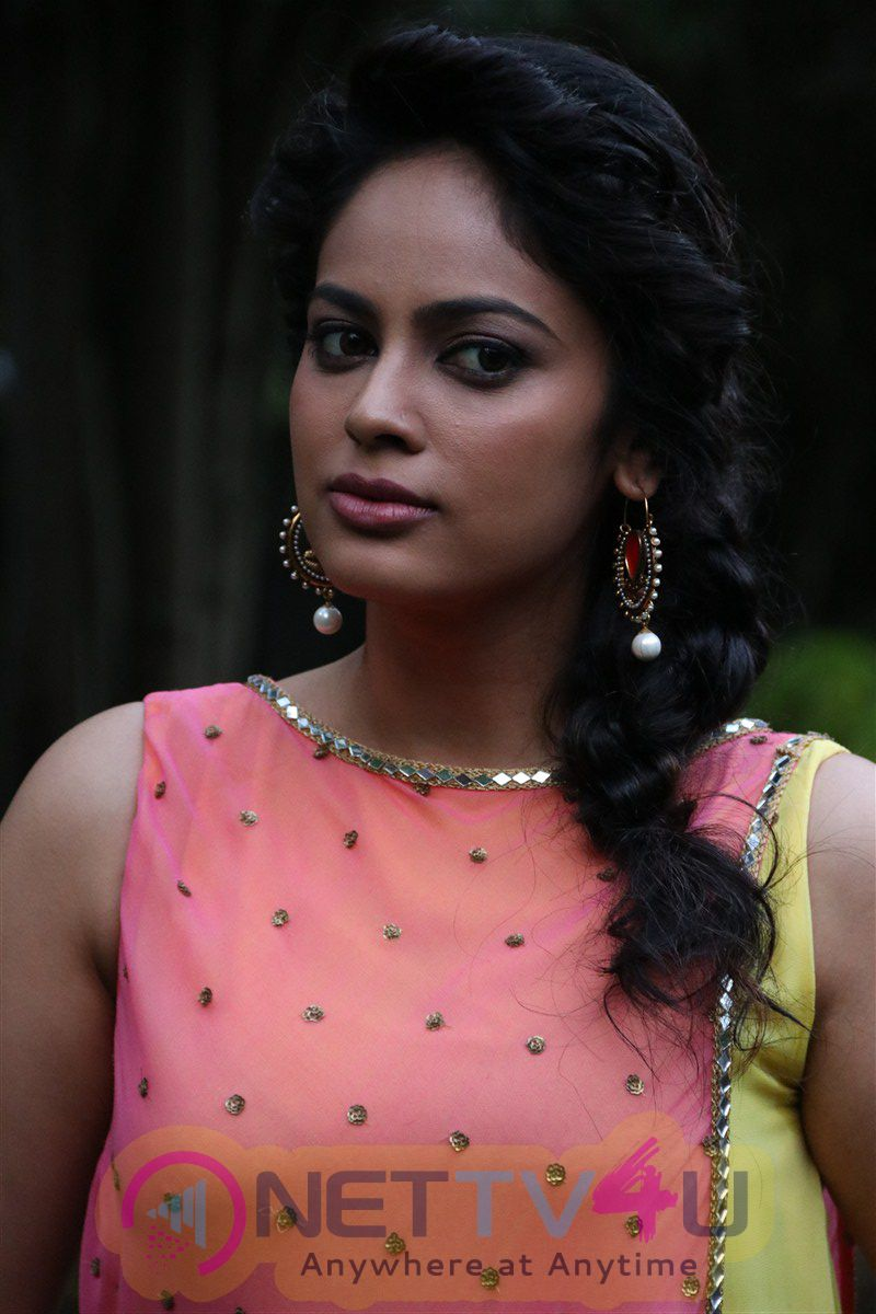 Actress Nandita Swetha Luminous Photos At Ulkuthu Movie Press Meet Tamil Gallery