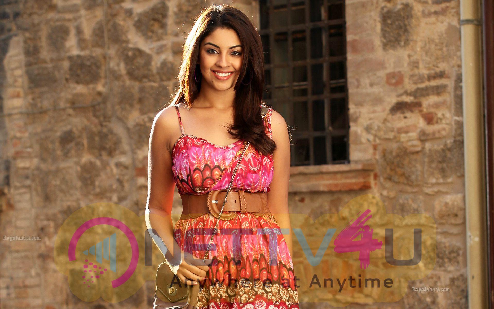 Actress Richa Gangopadhyay Latest Glamorous Pics Hindi Gallery
