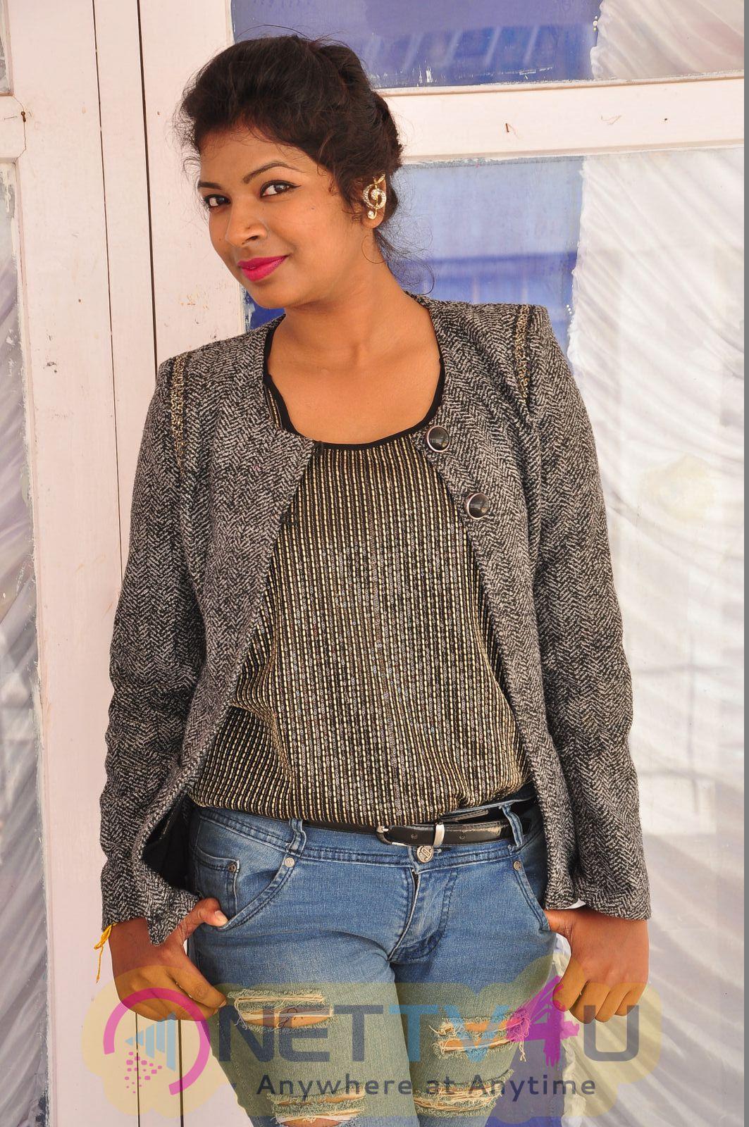 Actress Shamlee Suingaele Latest Hot PhotoShoot Stills Tamil Gallery